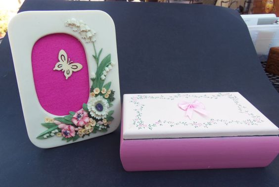 Girl's Jewelry box and color coordinated picture frame by PaintedDoorCrafts on Etsy https://www.etsy.com/listing/235770605/girls-jewelry-box-and-color-coordinated