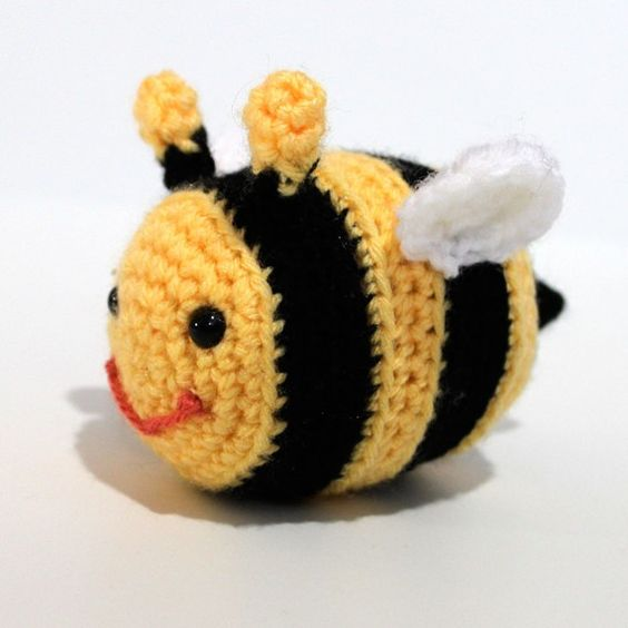 Amigurumi Pattern Bee : Amigurumi, Bees and Crochet patterns on Pinterest