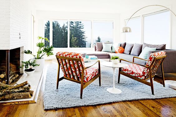 Sofas 101: The Ultimate Guide to Shopping for a Sofa // retro living room, Saarinen side table