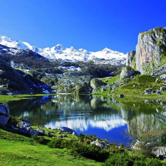 Lago Ercina, Lagos de Covadonga, Picos de Europa National Park, Asturias, Spain: