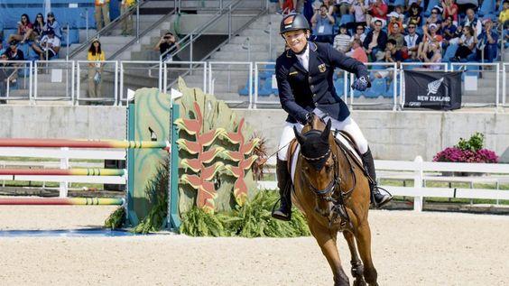 Reiter Michael Jung | Gold mit Ersatz-Pferd Sam - Olympia 2016 - Bild.de