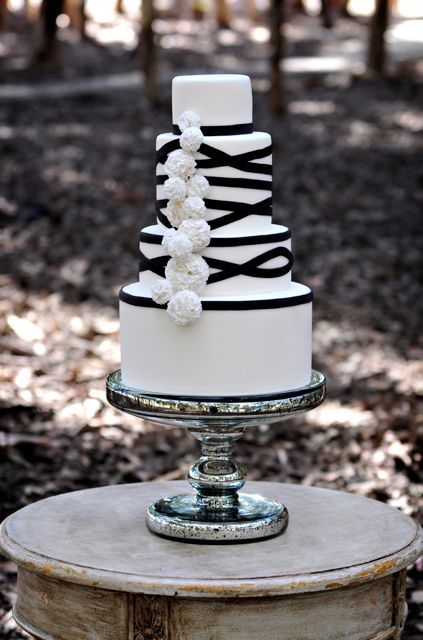 Black and white wedding cake. I like the heights of the layers a lot.