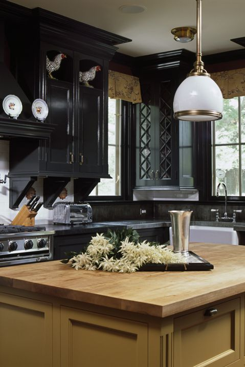 How Two Tone Kitchen Cabinets Can Transform Your Space Two Tone Kitchen Cabinets Two Tone Kitchen Kitchen Cabinets Pictures