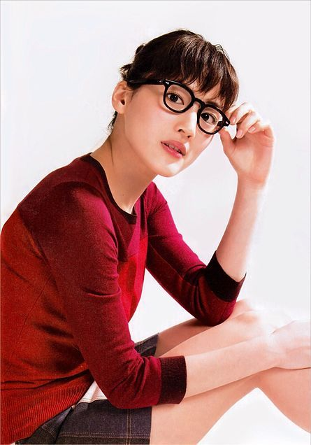 メガネをかけた綾瀬はるか