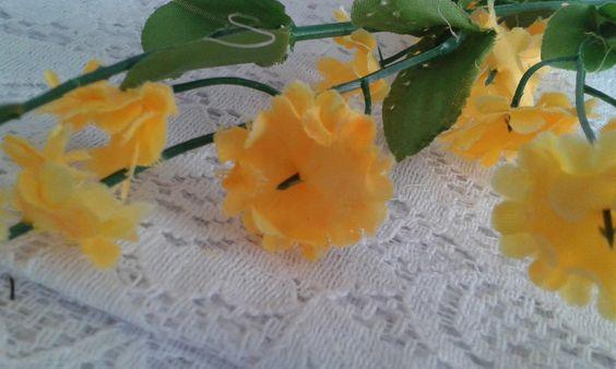 Flor Artificial Mosquitinho amarelo