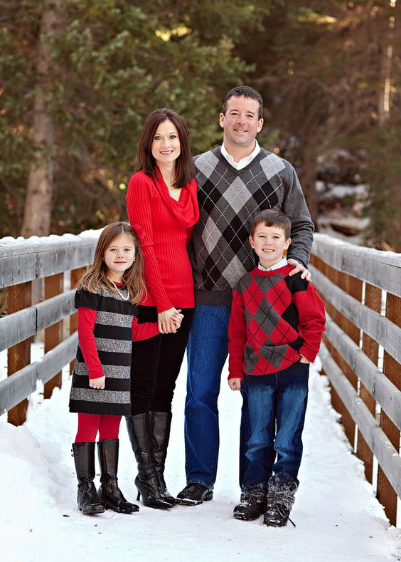 what to wear , families , family outfit inspiration winter, red, black, grey