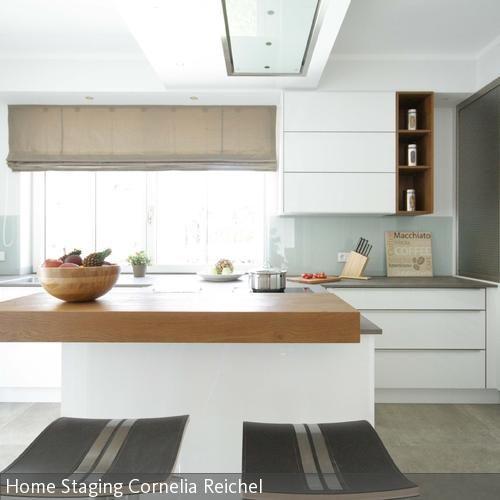 Die moderne offene Küche lädt zur Party ein …