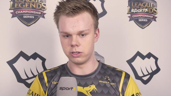 """Splyce Wunder: """"With a good Korean bootcamp we can all learn a lot [...] and compete with almost every team"""" http://video.sport1.de/video/esports-wunder-von-splyce-im-interview__0_f3217xcj #games #LeagueOfLegends #esports #lol #riot #Worlds #gaming"""