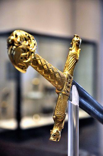 Espada de Carlomagno - Charlemagne's sword (Louvre) #Historia (museum reproduction, obviously)
