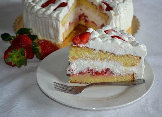 Tra tutte le torte farcite, la TORTA PANNA E FRAGOLE sicuramente è la mia preferita. La base è una ricetta Bertolini, che preparo da tanti anni e che non m