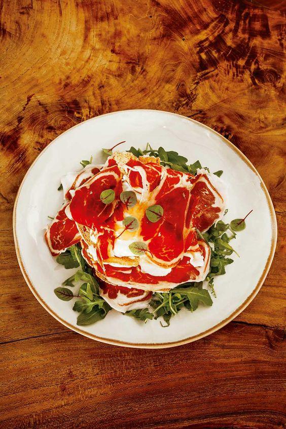 Lonchas de jamón en el restaurante Mercearia Gadanha (Estremoz):