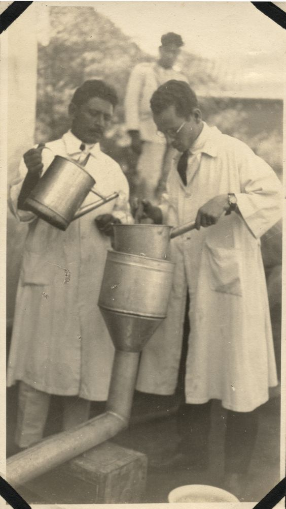 [Counting hookworms in prisoners in Asuncion, Paraguay] (image 2). Photographic Print. 1 Image. 1924.