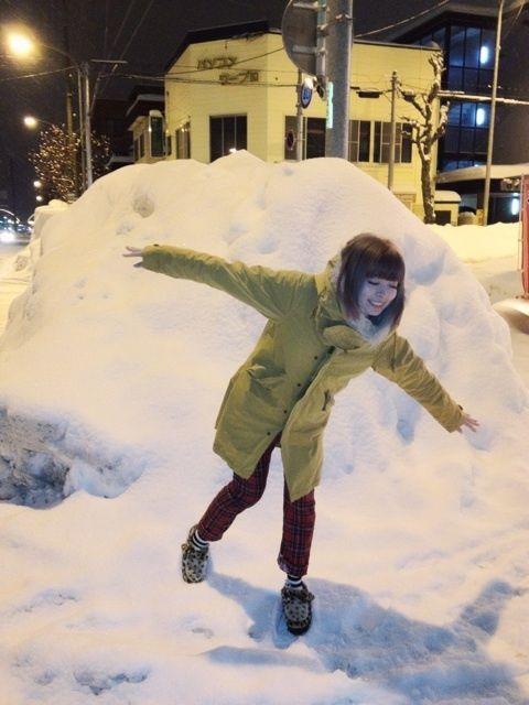 雪ではしゃぐきゃりーぱみゅぱみゅ