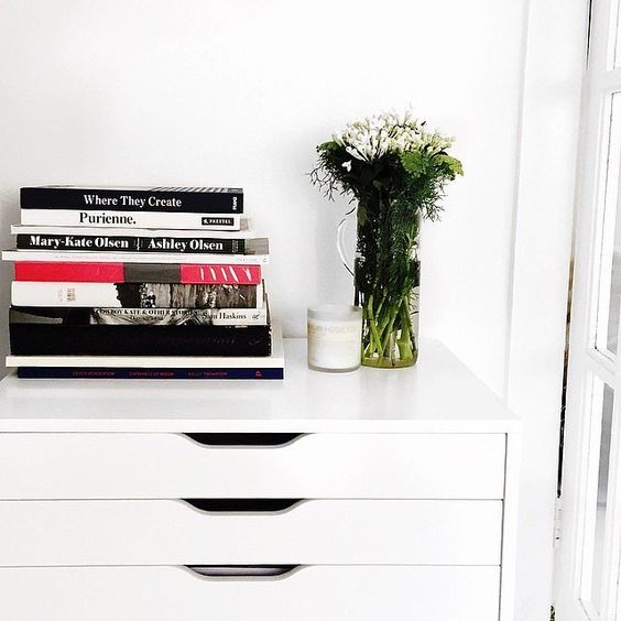 Adding a little greenery to an all-white scheme warms up the room.  Source: Instagram user talisa_sutton
