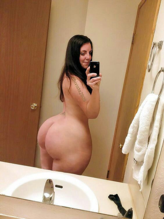 Big naked moms ass with