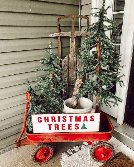 30 Stunning Christmas Decor Ideas With Farmhouse Style Outdoor Christmas Decorations Christmas Porch Decor Front Porch Christmas Decor