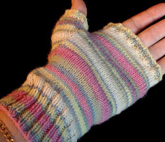 Fingerless glove pattern http://whipup.net/2010/10/13/2010-guest-blogging-series-wendys-fingerless-glove-pattern/