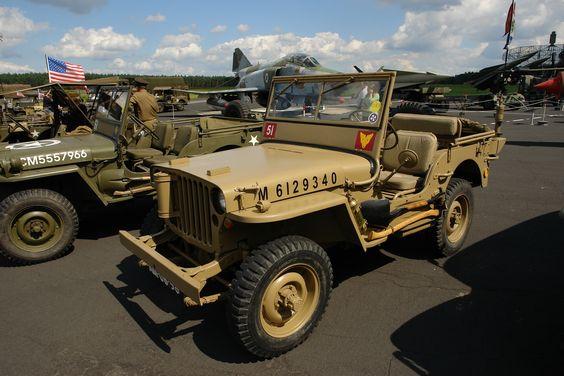 Willys-Overland Jeeps. Baujahre 1939 bis 1943. 4-Zylinder Benzinmotor mit 1230ccm. Foto:Berlin Patrol_13-08-1961 / 13-08-2011, Berlin-Gatow.