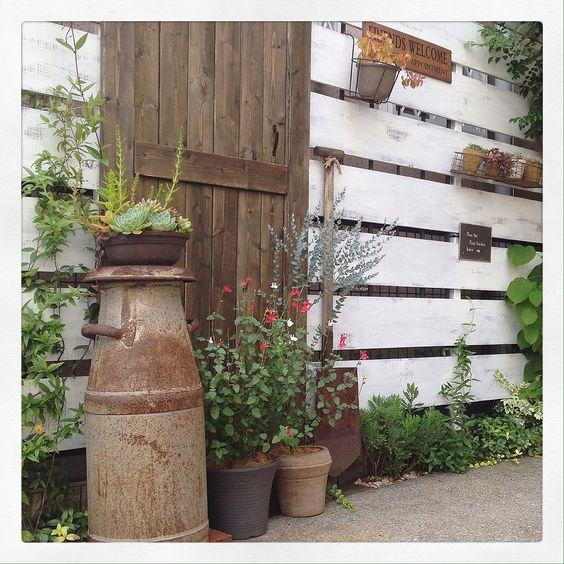 小さな庭/ホットリップス/多肉植物/なんちゃってドア/古道具/錆び錆び…などのインテリア実例 - 2016-08-04 08:11:41…
