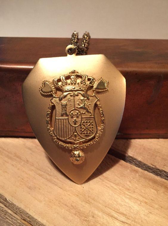 vintage coat of arms pendant necklace family crest shield