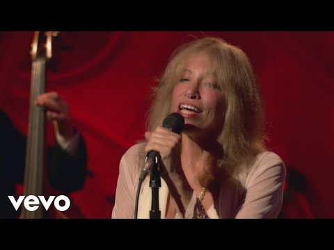 Carly Simon Moonlight Serenade Live On The Queen Mary 2 Youtube In 2020 Carly Simon My Music Playlist Queen Mary