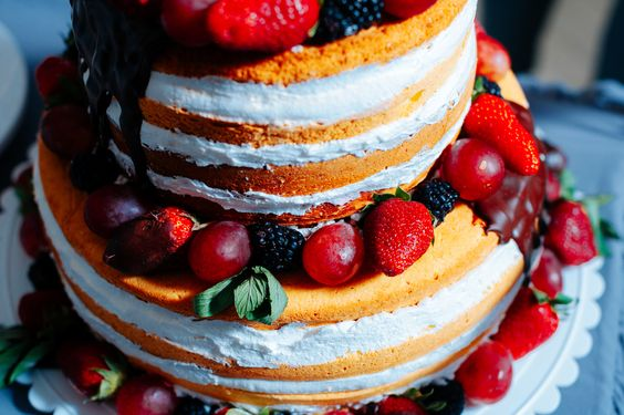 Fruit wedding cake /