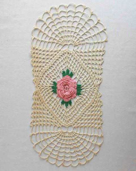 Picture of Solitary Rose Runner Crochet Pattern