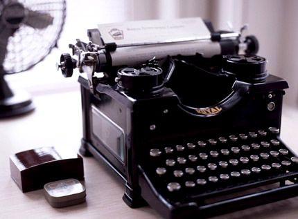 Vintage inspiration - mylusciouslife.com - Royal antique black typewriter