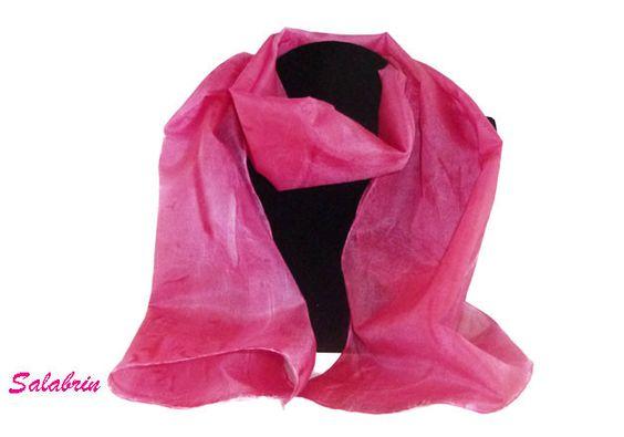 Seidenschal, 100% Seide in bordeaux. Eleganter und weicher Damenschal . Romantisch und ein echter Hingucker. romantic, red silk scarf von Susannes Kreativ-Lädchen auf DaWanda.com