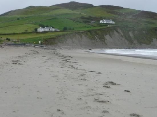 Google Image Result for http://media-cdn.tripadvisor.com/media/photo-s/01/20/c4/f4/the-beach-in-louisburgh.jpg