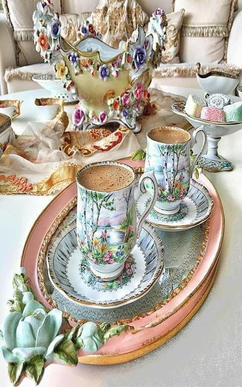 Bir kahvenin kırk yıl hatırı neden varmış eskiden diye çok düşünmüştüm .. Bugün cevabımı aldım sır kahvede değil, -eski insanların vefasındaymış.