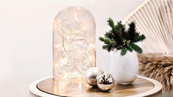 Campana di vetro per luci e decorazioni natalizie