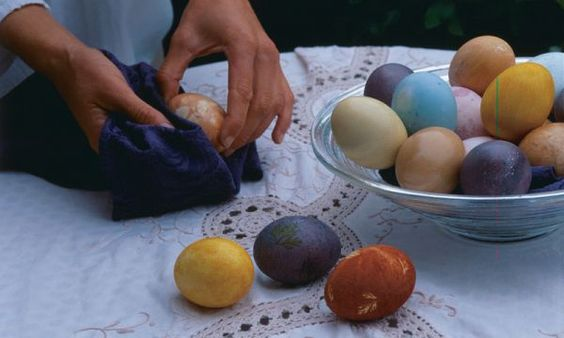 This year, color your Easter eggs with dyes derived from garden vegetables, berries, coffee, tea, or spices. Learn the method, and get a recipe for a basic egg dye and an onion skin dye.