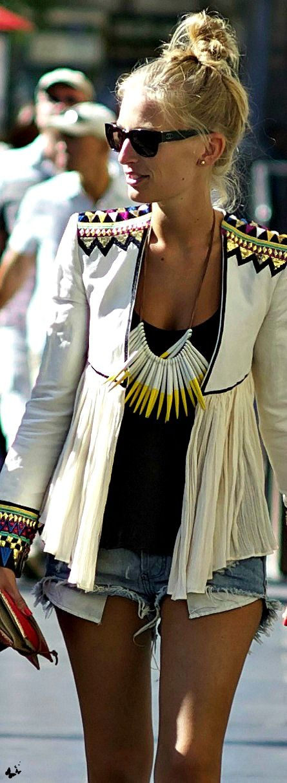 Chaqueta con combinacion de tejidos en estilo bohochic. Www.boutiquecglam.com: