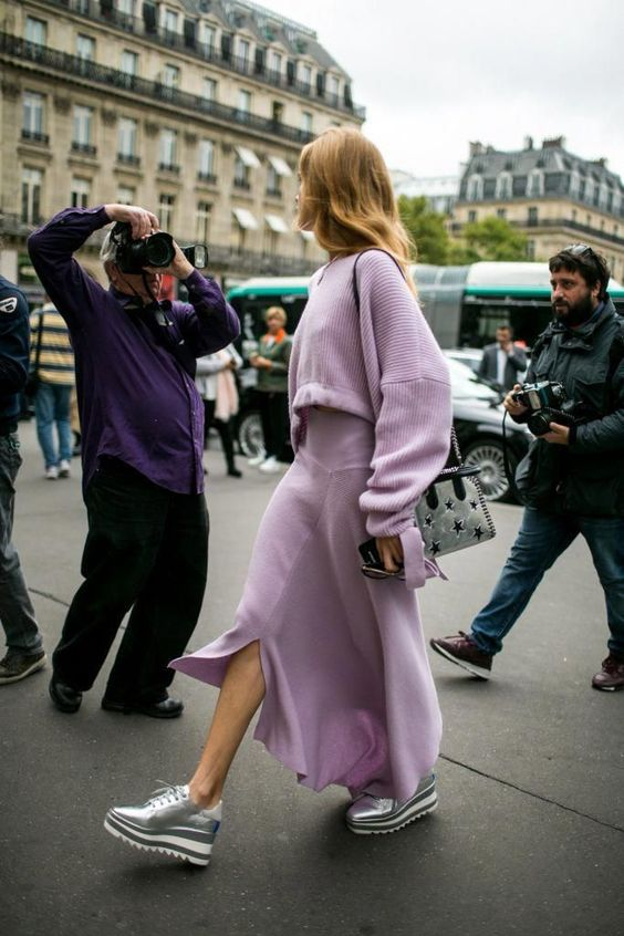 Lavender takeover- Styling inspiration | Spring 2018 Paris Fashion Week Street Style - Vogue #streetclothesstyles