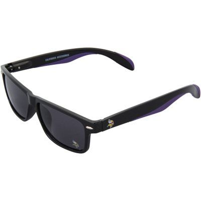 Black wayfarer sunglasses are a must-have for any spring day.