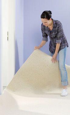 Wie du Teppichboden verlegst, zeigt diese Anleitung Schritt für Schritt.