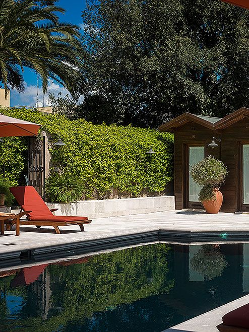 Luxury Hotels Italy, Pool and Garden at Palazzo Margherita