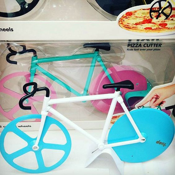Came on... I really need this! pleeeeeeeease Santa :)    Bicycle Pizza Cutter