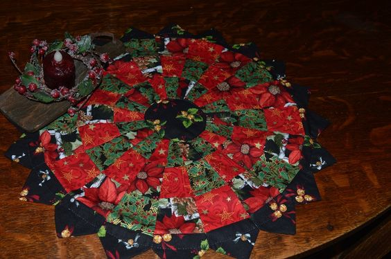 Christmas Dresden Plate Doily