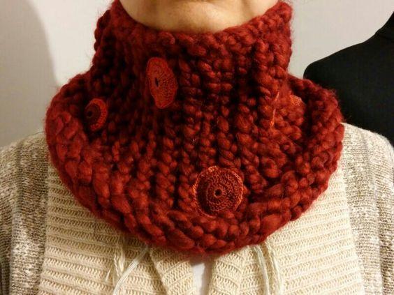 Cuello con aplicaciones crochet