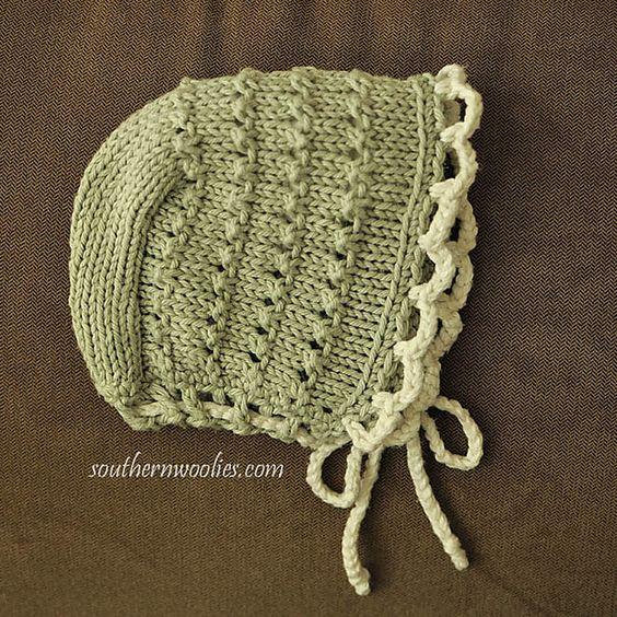 "Ravelry: Bonnet to Match Quickie (""5-hour"") Baby Sweater pattern by Fiber Gypsy"