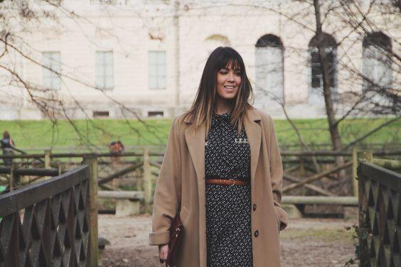 vestito vintage cuori con cappotto cammello