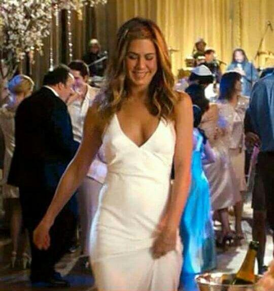 Jennifer Joanna Linn Anastassakis F R I E N D S Photos 1 700 Pics Jennife Jennifer Aniston Wedding Dress Jennifer Aniston Wedding Jennifer Aniston Style