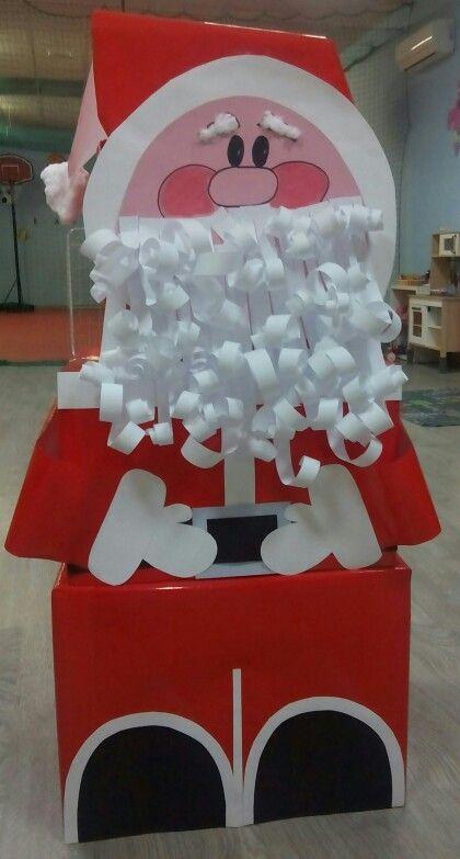 Papa noel gigante con tres cajas de carton cartulina y - Cajas de carton de navidad ...