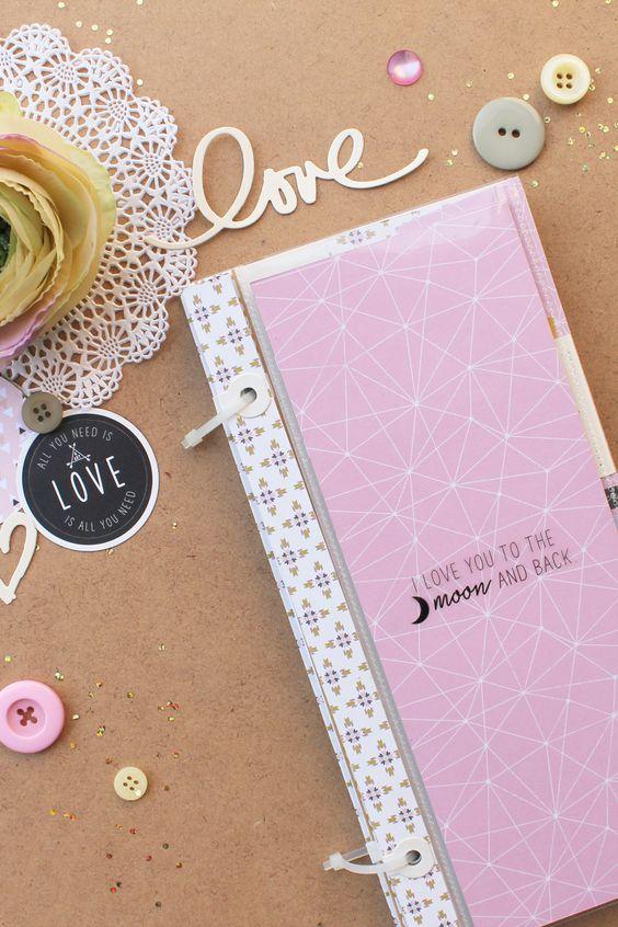 Marlène nous parle d'amour à travers ce #minialbum #scrapbooking... à la fois…