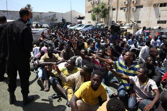 Libia detiene a 600 africanos indocumentados que querían ir a Europa