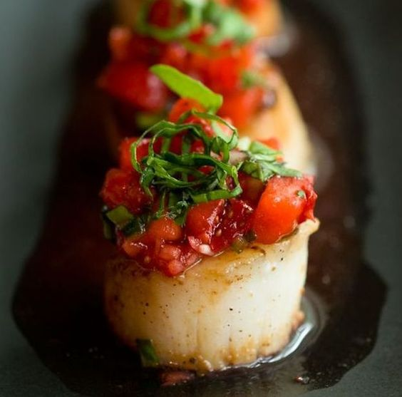 Caramelized Scallops with Strawberry Salsa | 12 Scallop Recipes Perfect For A Weeknight Meal | Mouth Watering Seafood Recipes at  http://homemaderecipes.com/healthy/dinner/12-scallop-recipes/