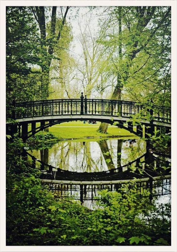 http://www.vogue.fr/voyages/adresses/diaporama/les-adresses-de-julia-bergshoeff-amsterdam/19771/carrousel/1/plein-ecran#7