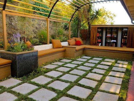 pergola selbst bauen behagliche sitzbänke betonplatten pflanzen ...